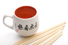Tasse chinoise avec des hiéroglyphes Photos stock