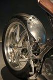 Tasse construite à la main russe 2018 REVOLVER fait sur commande de moto Roue arrière avec l'amortisseur et mécanismes en gros pl Photos libres de droits