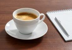 Tasse d'americano aromatique de café Photographie stock