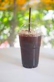 Tasse d'americano glacé de café noir Photographie stock