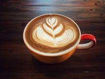 Tasse d'amour, café d'art de latte de coeur Images stock