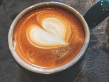 Tasse d'amour, tasse de café d'art de latte de coeur d'amour Images libres de droits