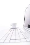 Tasse d'ordinateur portatif et de café Photographie stock