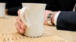 Tasse d'une boisson chaude Photo stock