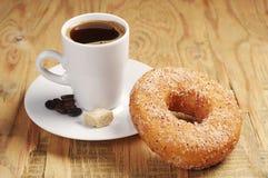 Tasse de beignet et de café Image stock