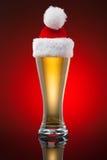 Tasse de bière de Noël Image stock