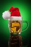 Tasse de bière de Noël Photos stock