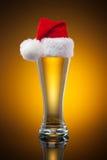 Tasse de bière de Noël Photographie stock libre de droits