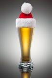 Tasse de bière de Noël Images libres de droits