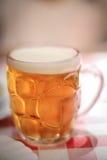 Tasse de bière embrévée par verre Photo stock