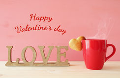 Tasse de biscuits de forme de coffe et de coeur Image libre de droits