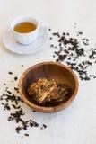 Tasse de biscuits de thé et de noix Image stock