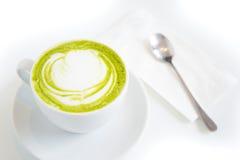 Tasse de blanc de latte de thé vert photographie stock