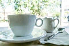 Tasse de blanc de matin Photographie stock libre de droits