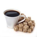 Tasse de café avec du sucre de cube Images libres de droits