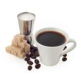 Tasse de café avec du sucre et le lait Photographie stock libre de droits