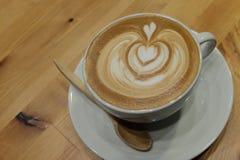 Tasse de café avec l'art de latte photographie stock