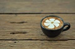 Tasse de café avec l'art de latte photo libre de droits