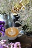 Tasse de café avec l'art de latte photos libres de droits