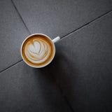 Tasse de café avec l'art de latte image libre de droits