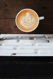 Tasse de café avec l'art de latte photo stock