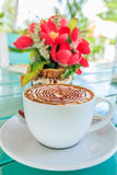 Tasse de café avec la fleur Image libre de droits