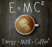 Tasse de café avec la formule 2 photographie stock