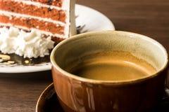 Tasse de café avec la tranche de gâteau Photos libres de droits
