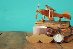 Tasse de café avec le father& x27 de vintage ; accessoires de s Father& x27 ; jour Co de s Photo stock