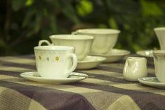 Tasse de café blanc sur la table image stock