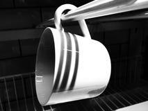tasse de café blanc sur le fond foncé Photo libre de droits
