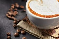 Tasse de café de Capuccino Photographie stock libre de droits