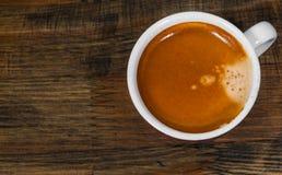 Tasse de café chaud d'expresso sur la table en bois Vue supérieure Photos libres de droits