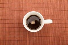 Tasse de café chaude et humide Images stock
