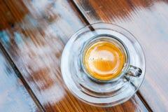 Tasse de café d'Americano sur la table en café Images libres de droits