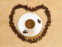 Tasse de café d'expresso et de grains de café Photographie stock libre de droits