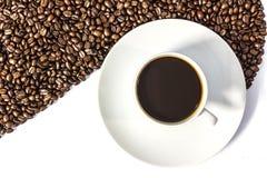 Grains de café et tasse de café Photographie stock