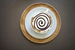 Tasse de café de moka sur la table en bois Photos stock