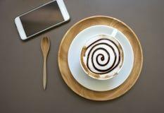 Tasse de café de moka sur la table en bois Image libre de droits