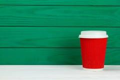 Tasse de café de papier rouge de texture de carton Photo libre de droits