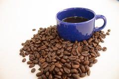 Tasse de café des grains de café Image stock