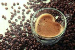 Tasse de café en forme de coeur Photographie stock