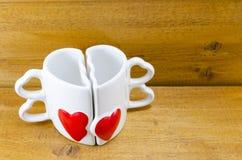 Tasse de café en forme de coeur sur le fond en bois Photographie stock