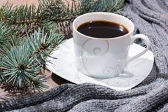 Tasse de café et d'une écharpe Photo libre de droits