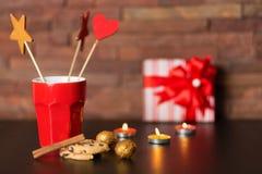 Tasse de café et de décor de Noël Images libres de droits