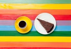 Tasse de café et de gâteau d'un plat Photographie stock
