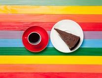 Tasse de café et de gâteau d'un plat Photos stock