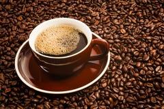 Tasse de café et de grains de café Image stock