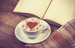 Tasse de café et de livre Images libres de droits
