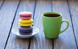 tasse de café et de macarons Photo stock